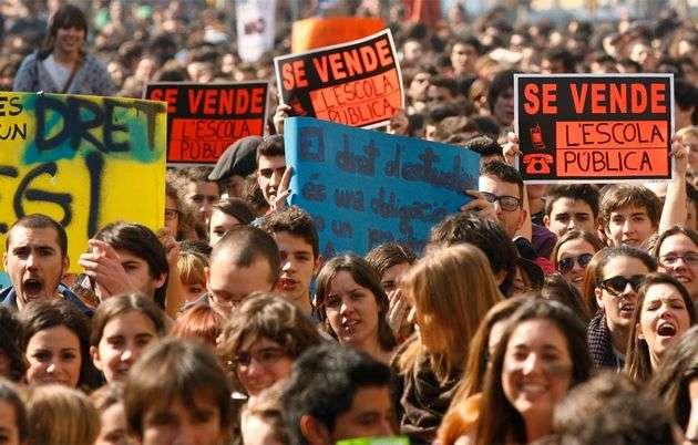 133053900384704gd - Las protestas de los estudiantes en Barcelona acaban en cargas de los Mossos