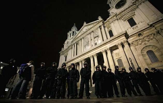 13304073273058681330407 - La policía desmantela el campamento de Occupy London