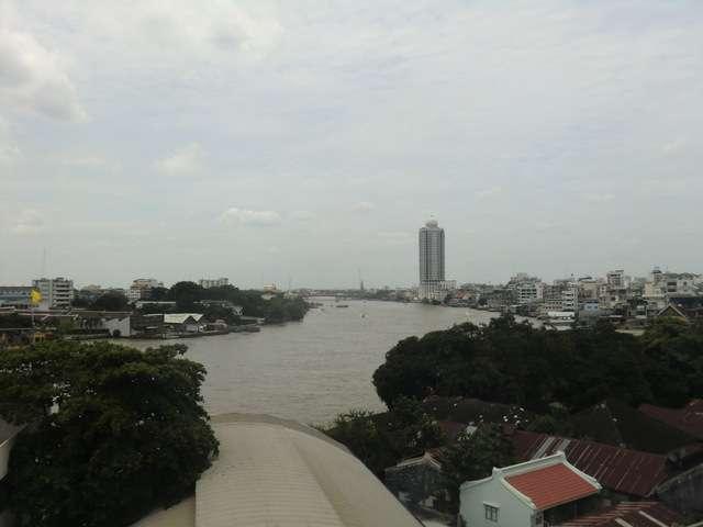der Ausblick vom Balkon nach rechts